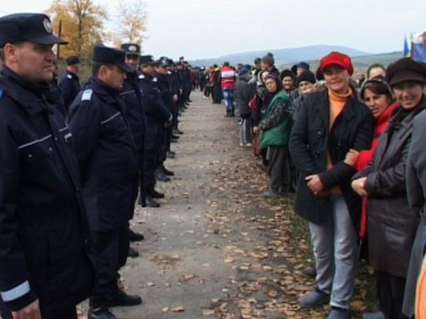 Protest-Pungesti-Gaze-sist-Jandarmerie - sursa GOOGLE